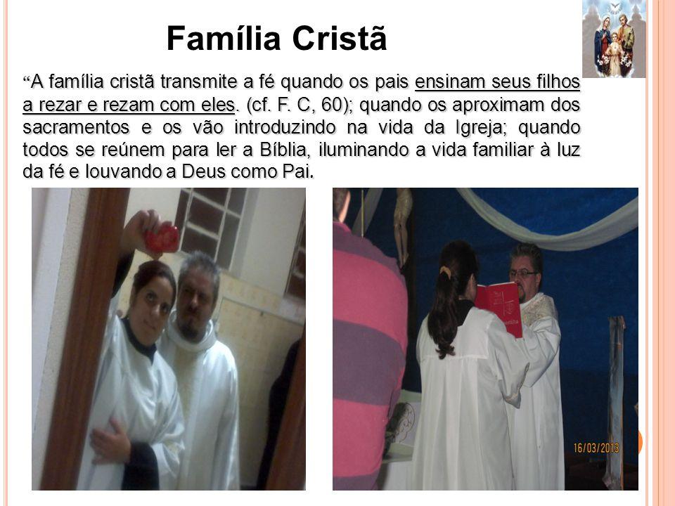 A família cristã transmite a fé quando os pais ensinam seus filhos a rezar e rezam com eles.