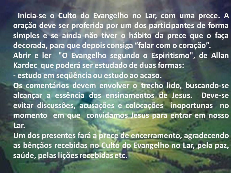Inicia-se o Culto do Evangelho no Lar, com uma prece.