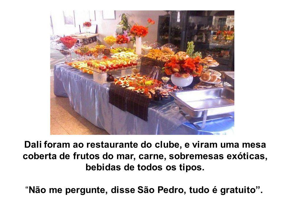 Dali foram ao restaurante do clube, e viram uma mesa coberta de frutos do mar, carne, sobremesas exóticas, bebidas de todos os tipos. Não me pergunte,