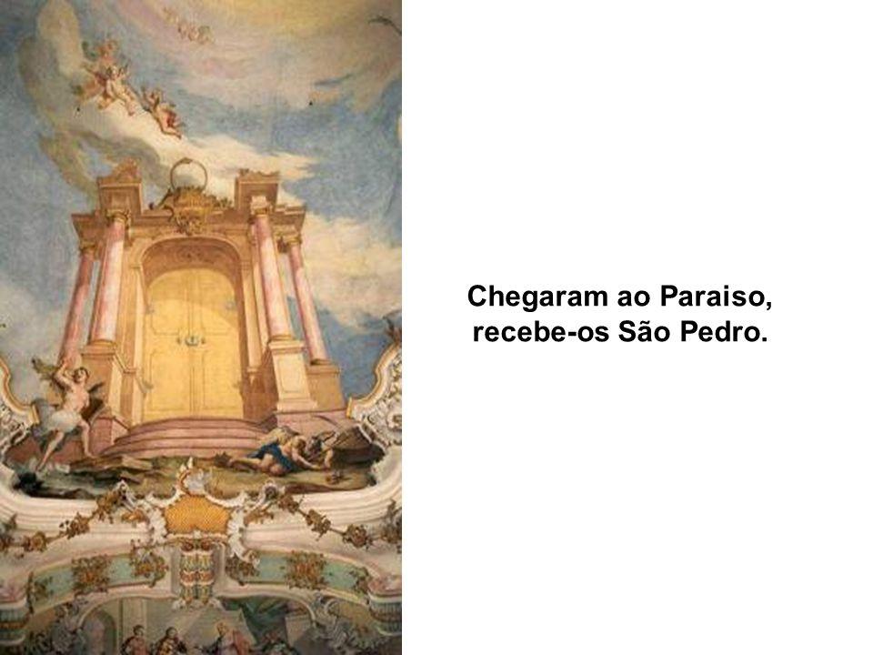Chegaram ao Paraiso, recebe-os São Pedro.