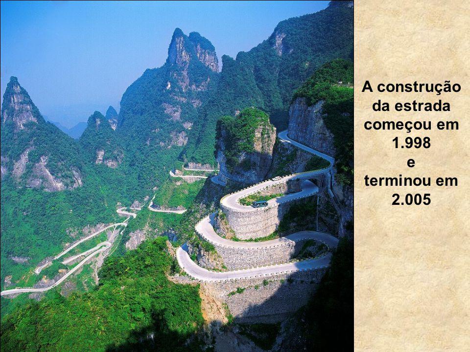 Com uma profunda tradição cultural, os Montes Tianmen desde sempre foram considerados Sagrados pelos habitantes locais.