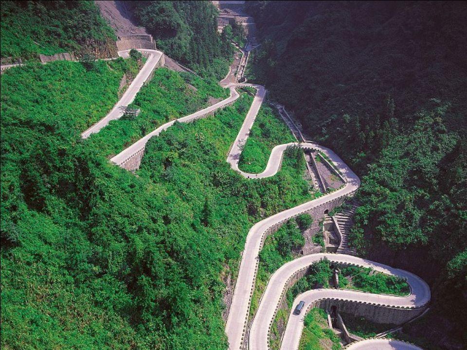 A construção da estrada começou em 1.998 e terminou em 2.005