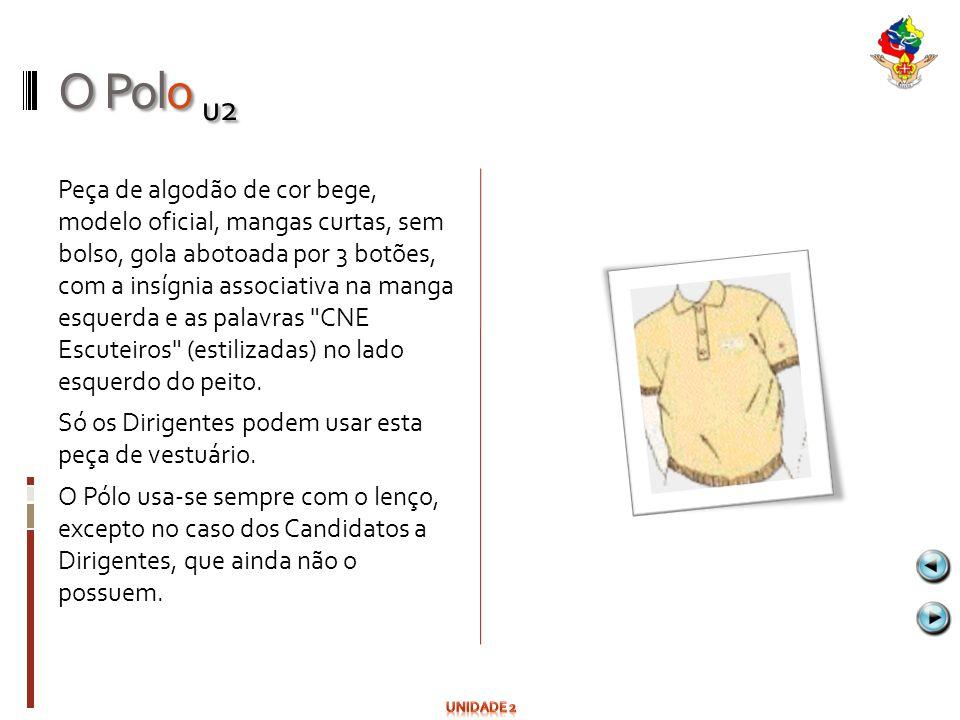 O Polo u2 Peça de algodão de cor bege, modelo oficial, mangas curtas, sem bolso, gola abotoada por 3 botões, com a insígnia associativa na manga esque
