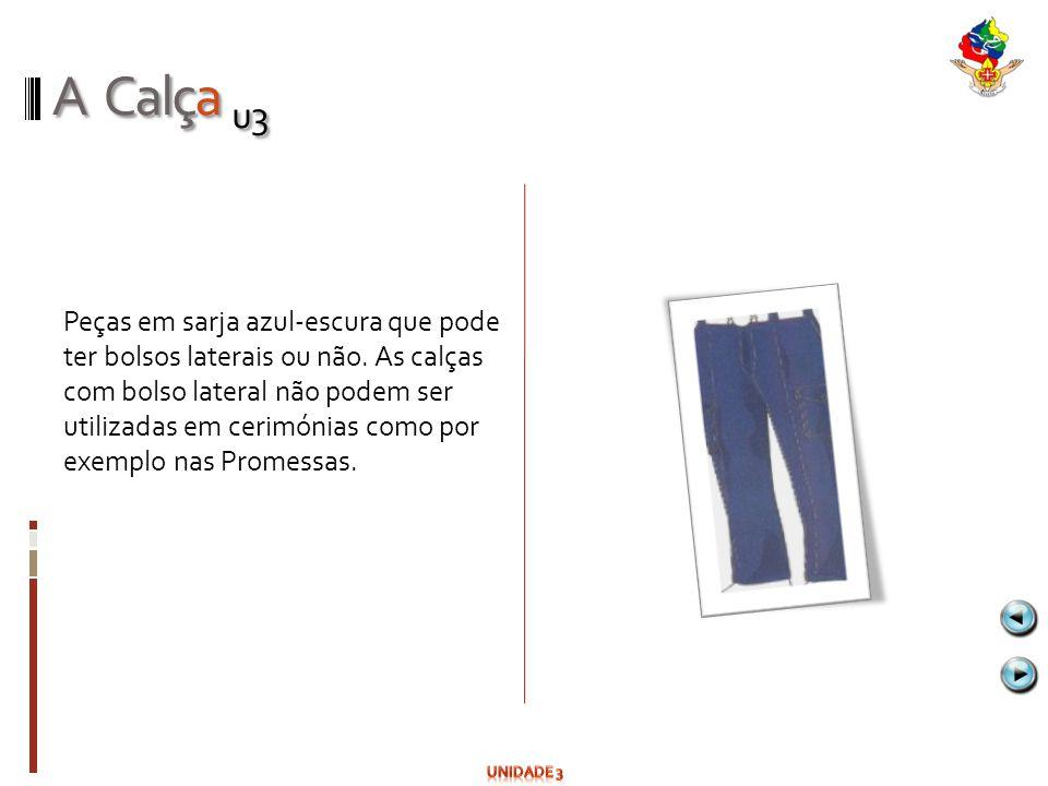 A Calça u3 Peças em sarja azul-escura que pode ter bolsos laterais ou não. As calças com bolso lateral não podem ser utilizadas em cerimónias como por