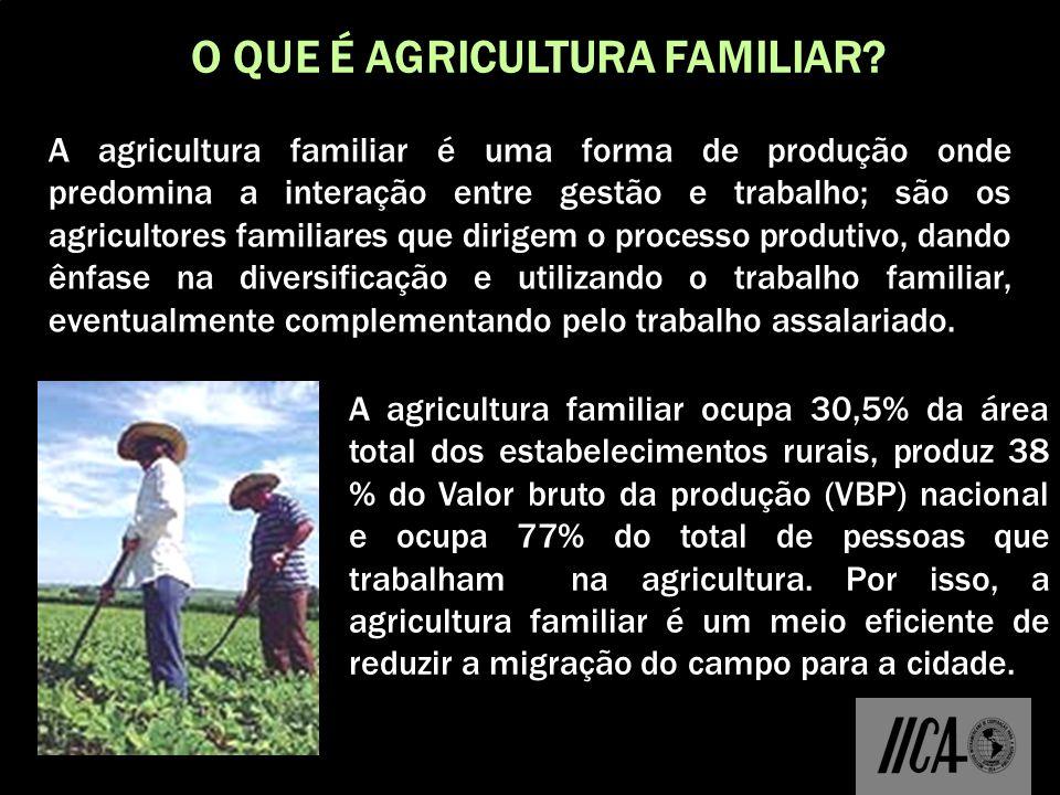 O QUE É AGRICULTURA FAMILIAR? A agricultura familiar é uma forma de produção onde predomina a interação entre gestão e trabalho; são os agricultores f
