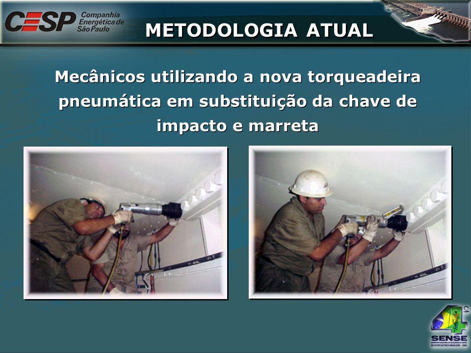 Mecânicos utilizando a nova torqueadeira pneumática em substituição da chave de impacto e marreta METODOLOGIA ATUAL