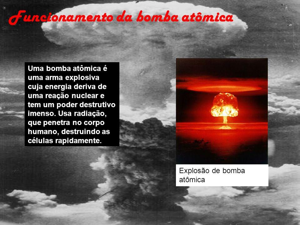 Uma bomba atômica é uma arma explosiva cuja energia deriva de uma reação nuclear e tem um poder destrutivo imenso. Usa radiação, que penetra no corpo
