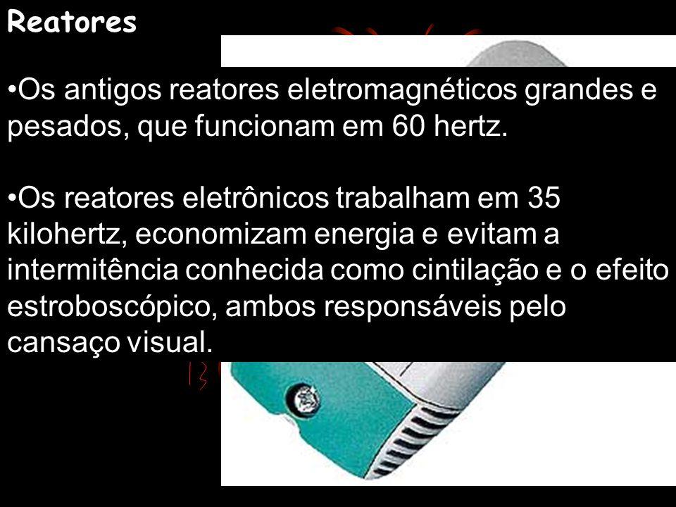 Como se mede a eficiência de uma lâmpada? Halógenas bipino de 50 watts - 930 lumens Fluorescentes compactas de 18 watts - 1 200 lumens Fluorescentes T