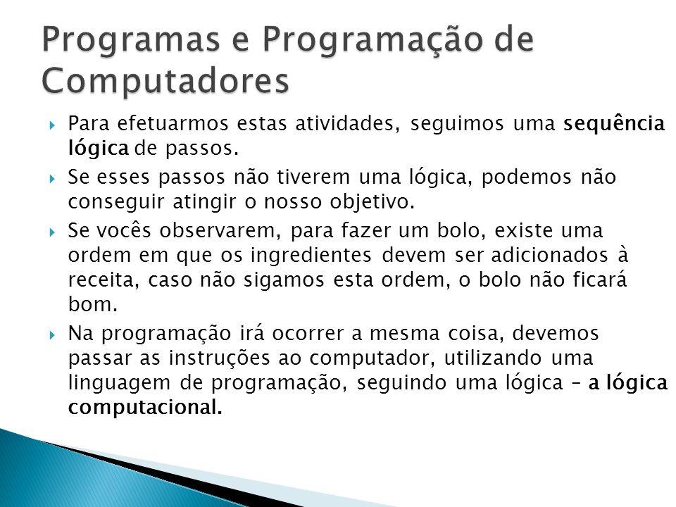 As linguagens de alto nível As vantagens das linguagens de alto nível são: Portabilidade (por serem compiladas ou interpretadas podem ser executadas em várias plataformas com pouquíssimas modificações) Facilidade de desenvolvimento de programas.