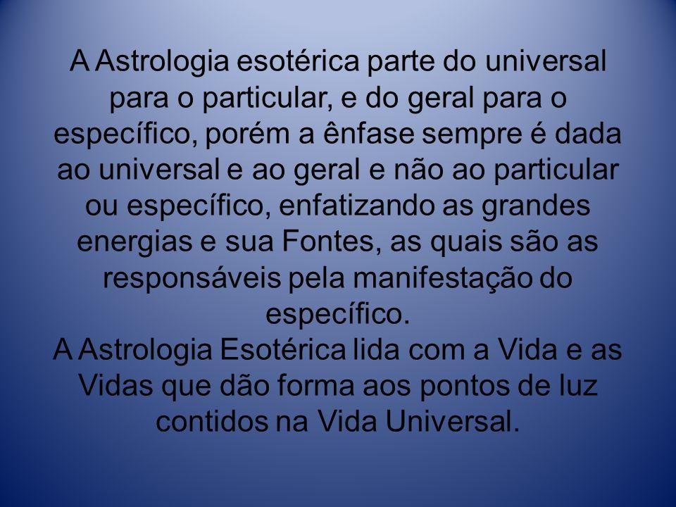 A Astrologia esotérica parte do universal para o particular, e do geral para o específico, porém a ênfase sempre é dada ao universal e ao geral e não