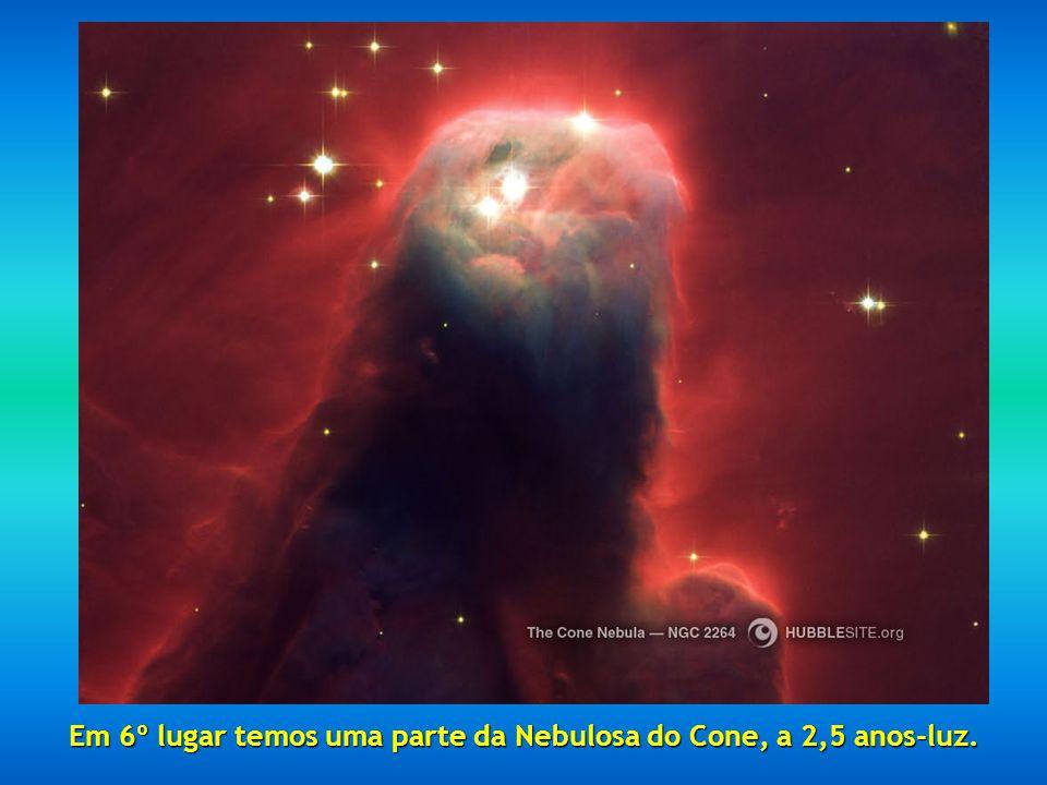 Quinto lugar: a Nebulosa da Ampulheta, localizada a 8000 anos-luz e resultado de uma explosão estelar.