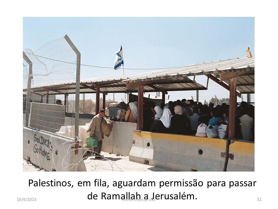 Palestinos, em fila, aguardam permissão para passar de Ramallah a Jerusalém. 16/6/201432www.nilson.pro.br