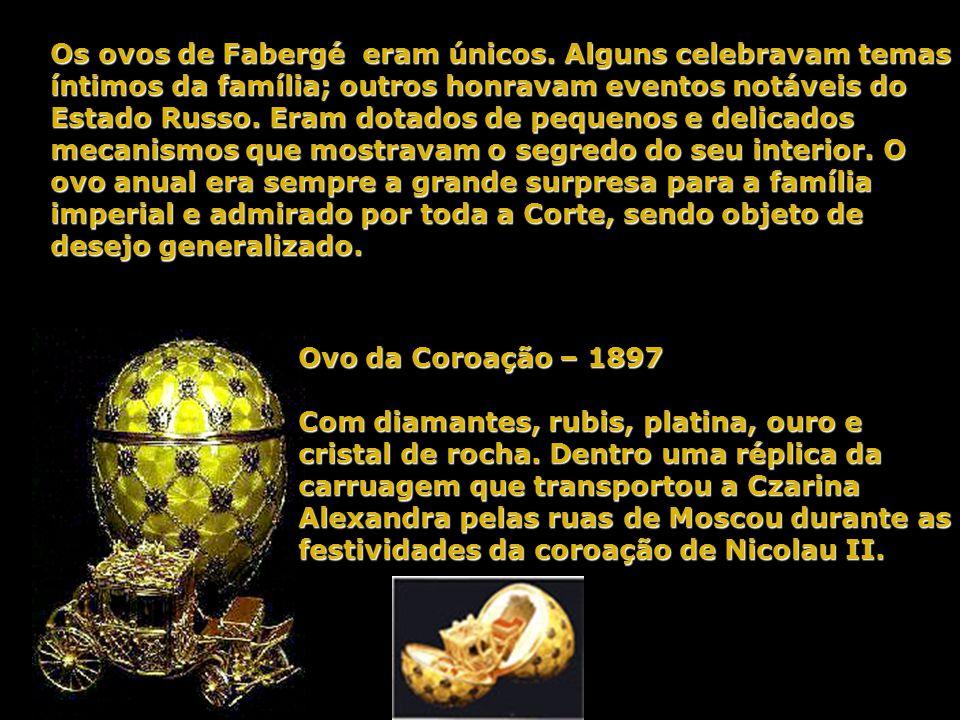 Assim iniciou-se a tradição dos Ovos de Fabergé. A cada ano o Czar encomendava um novo ovo para dar à Czarina na Páscoa, cabendo a Fabergé confeccioná
