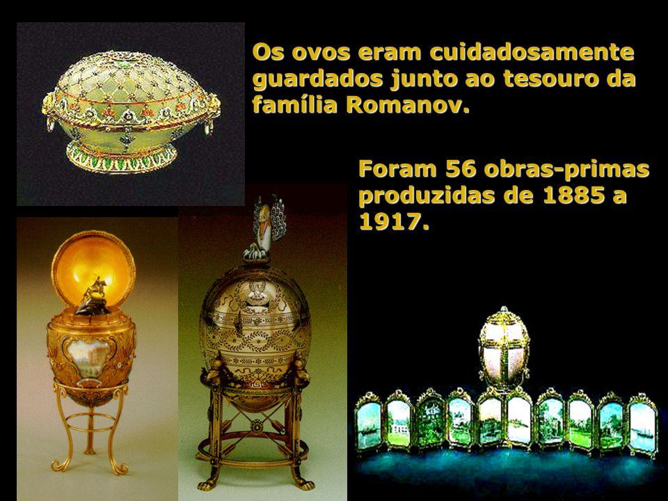 Ovo da família Romanov _ 1913 Em comemoração ao tricentenário do Governo Romanov. Tem 18 retratos em miniatura de todos os membros reinantes e, dentro