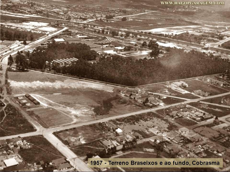 1957 - Terra preta, futura Braseixos, ao fundo bar do Alziro