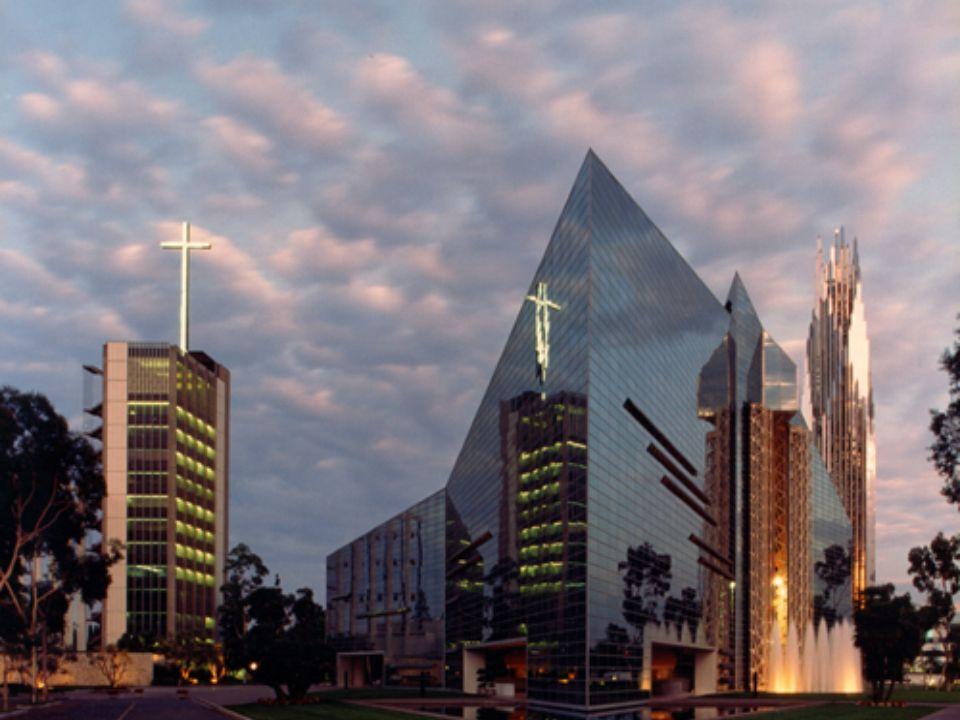 Se alguma vez houve uma igreja estilo Hollywood no verdadeiro sentido da palavra, é a Igreja da Comunidade de Garden Grove, mais conhecida como a Catedral de Cristal.