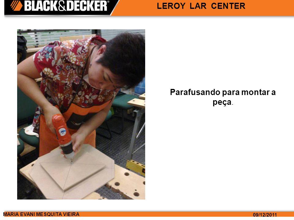 MARIA EVANI MESQUITA VIEIRA 09/12/2011 LEROY LAR CENTER Parafusando para montar a peça.