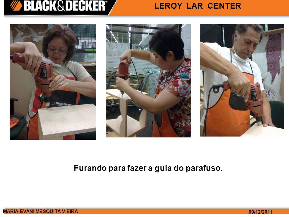 MARIA EVANI MESQUITA VIEIRA 09/12/2011 LEROY LAR CENTER Furando para fazer a guia do parafuso.