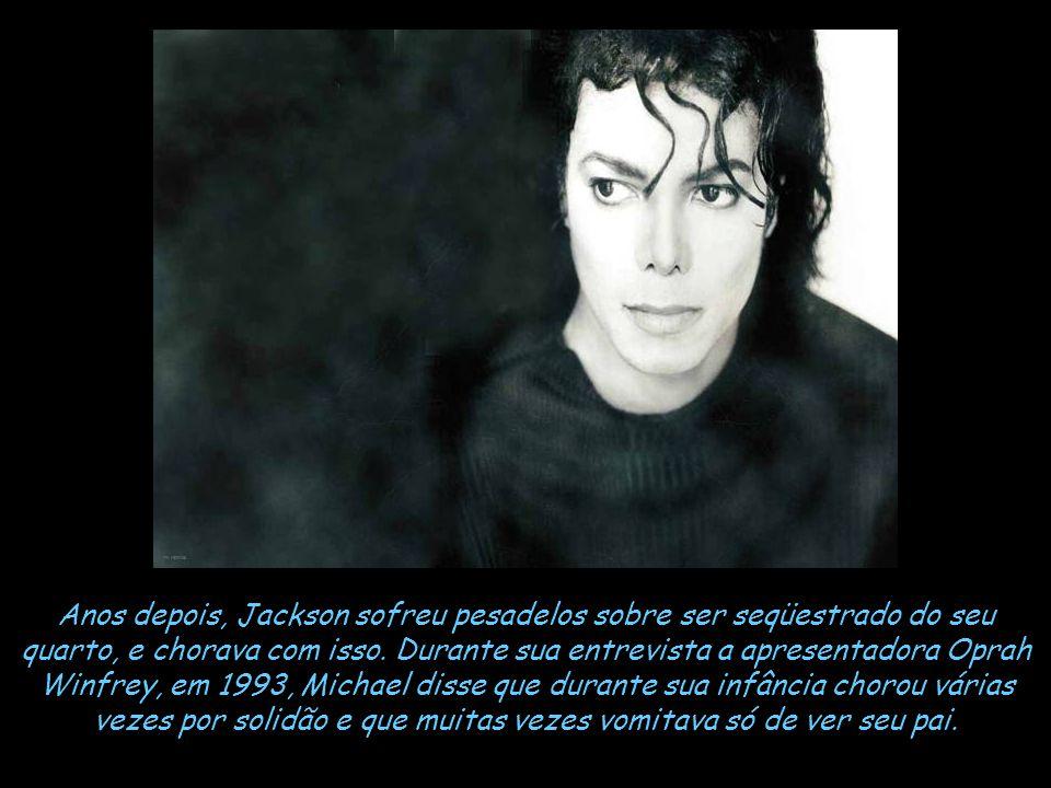Certa vez Michael foi dormir no quarto de um hotel e deixou a janela aberta. Joseph (Pai de Michael) escalou a janela com uma máscara no rosto e deu u