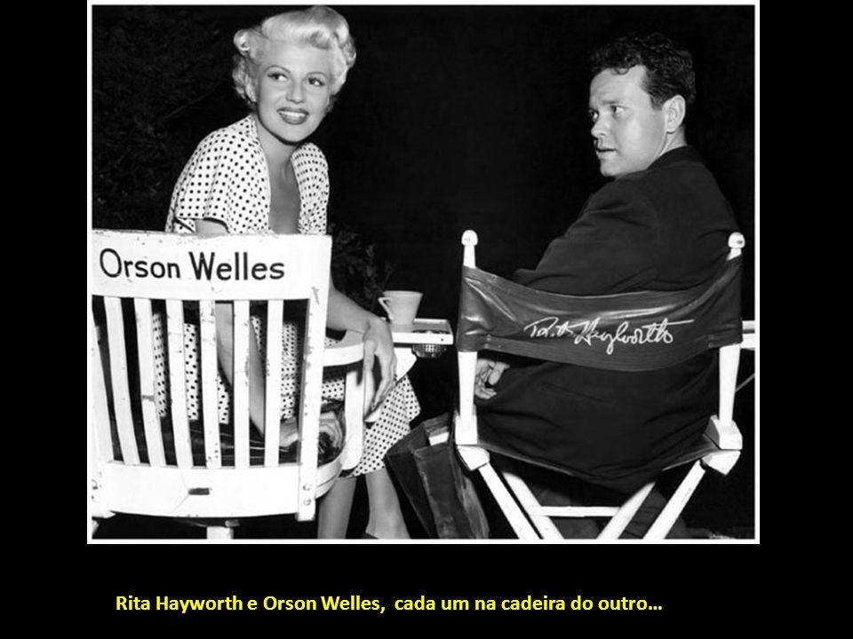 Howard Hawks, Angie Dickinson e suas pernas na rodagem de Rio Bravo.