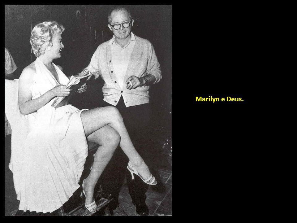 Rita Hayworth e Orson Welles, cada um na cadeira do outro…