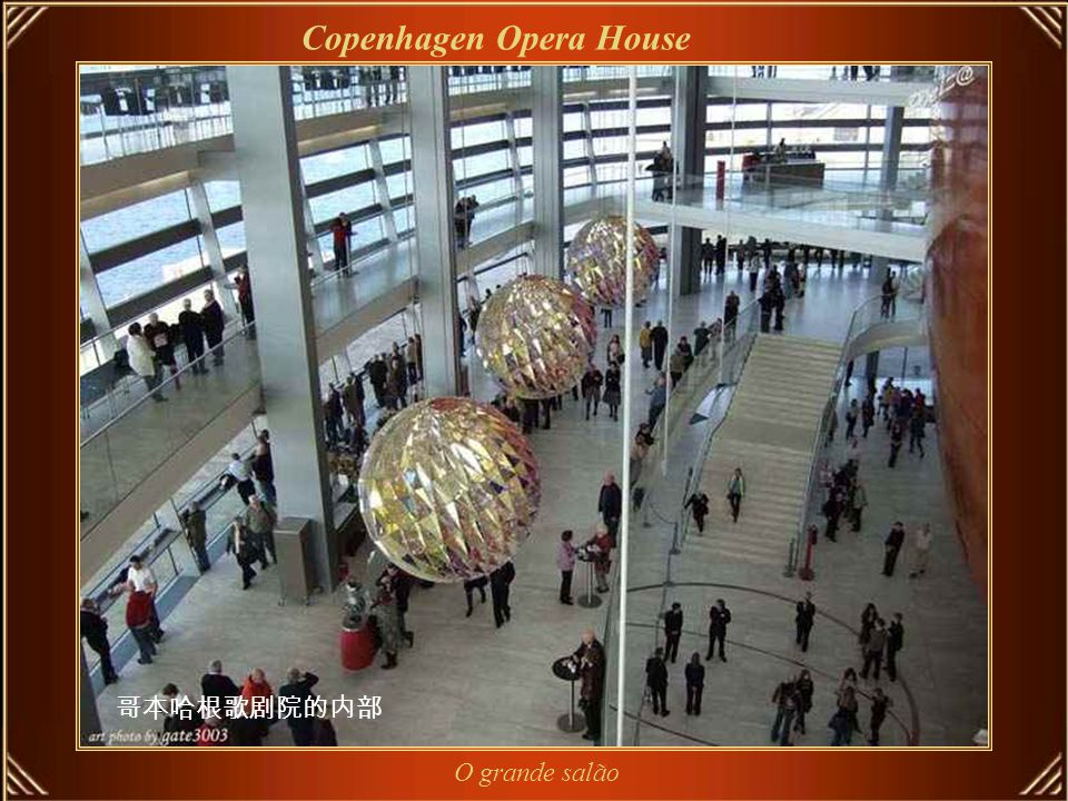 Copenhagen Opera House Copenhagen Opera House (em Dinamarquês Operaen) está entre os mais modernos teatros do mundo.