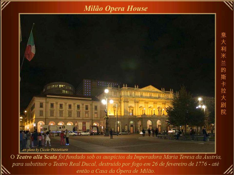 O Teatro Real, inaugurado em 10 de outubro de 1850, é um dos melhores ambientes acústicos para óperas.