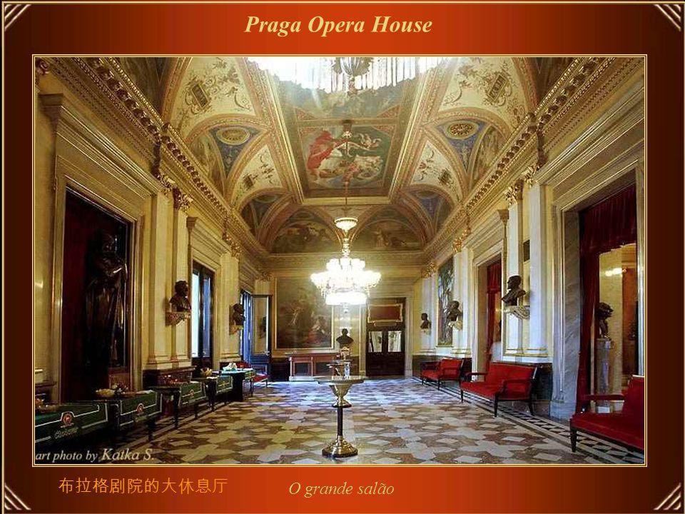 O Národní Divadlo ou National Theatre, em Praga, é conhecido como a Alma Mater da ópera Tcheca, e como o monumento nacional da história e da arte da Tchecoslováquia.