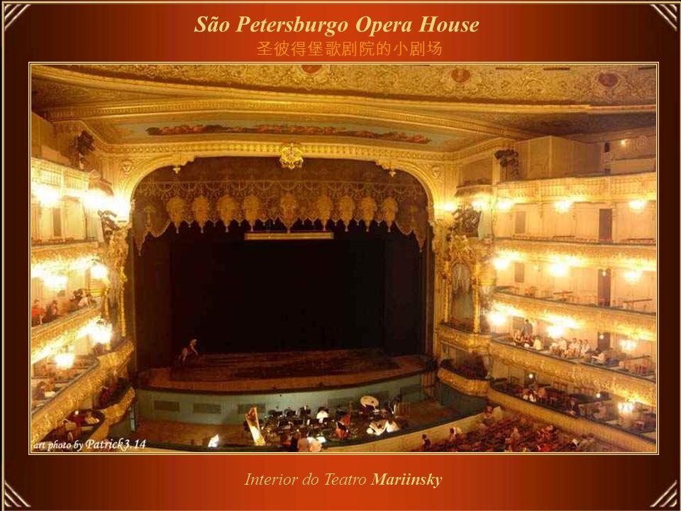 São Petersburgo Opera House Teatro Mariinsky é teatro histórico de ópera e ballet da Rússia, onde estrearam muitas das obras primas de Tchaikovsky, Mussorgsky, e Rimsky-Korsakov.