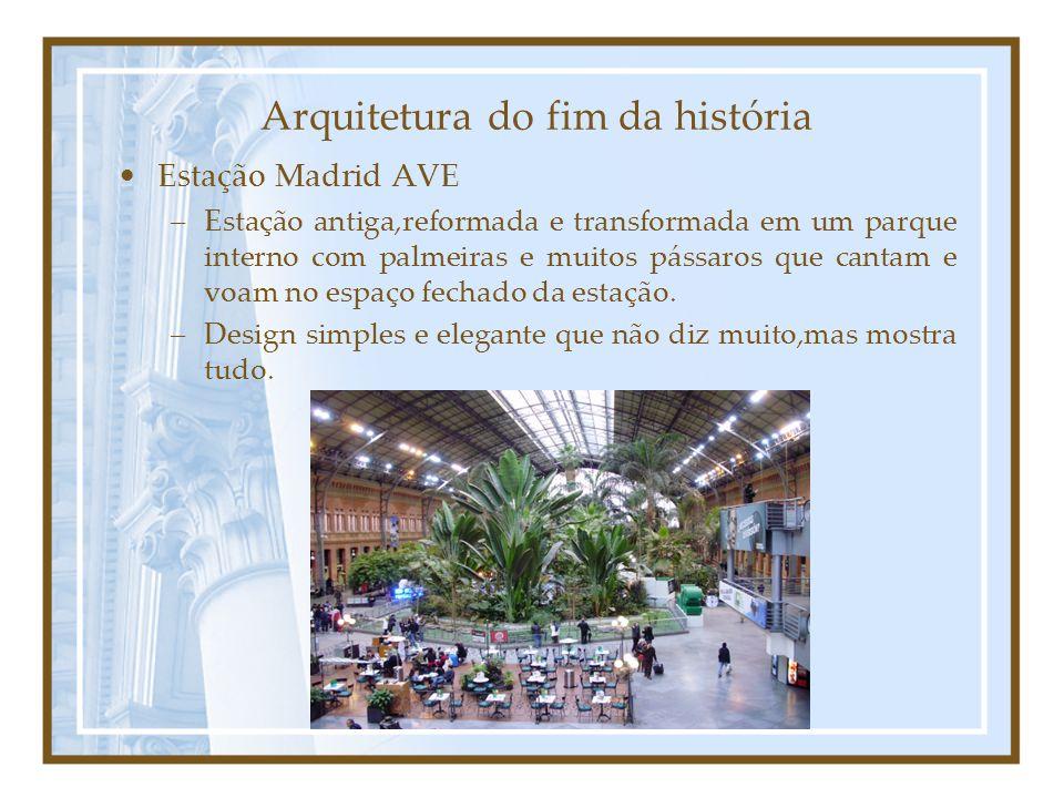 Arquitetura do fim da história Estação Madrid AVE –Estação antiga,reformada e transformada em um parque interno com palmeiras e muitos pássaros que cantam e voam no espaço fechado da estação.