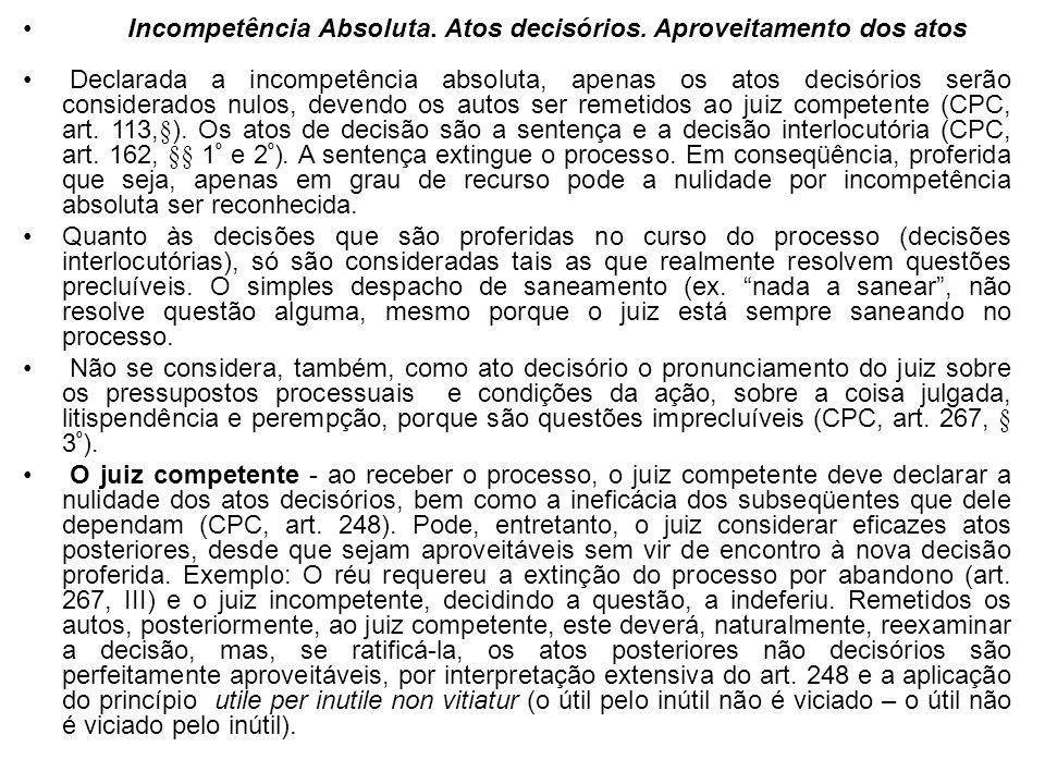 Incompetência Absoluta. Atos decisórios. Aproveitamento dos atos Declarada a incompetência absoluta, apenas os atos decisórios serão considerados nulo