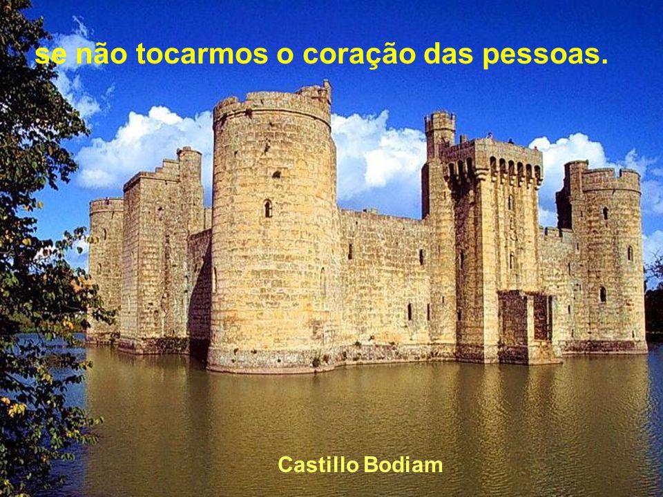 Castillo Beynac Mas sei que nada do que vivemos tem sentido...
