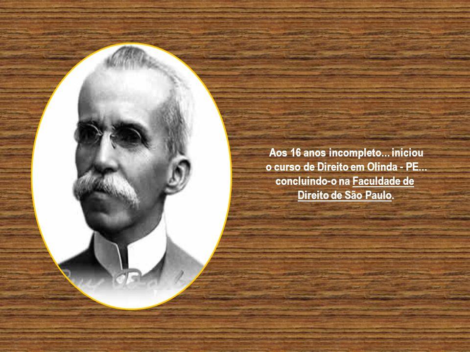 O garoto baiano... Rui Barbosa... nasceu em Salvador... no dia 05 de Novembro de 1849... Recebeu de seu pai... a herança do amor à musica e aos livros