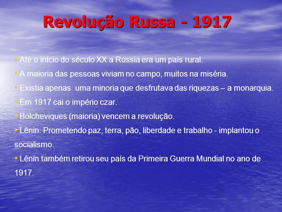 Revolução Russa - 1917 Até o início do século XX a Rússia era um país rural. A maioria das pessoas viviam no campo, muitos na miséria. Existia apenas