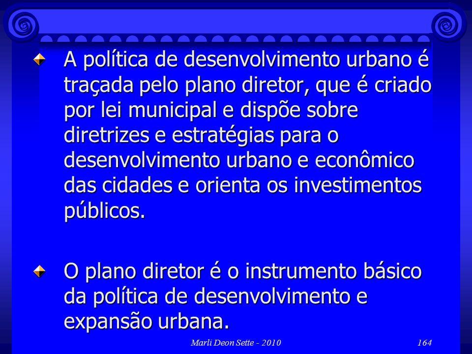 Marli Deon Sette - 2010164 A política de desenvolvimento urbano é traçada pelo plano diretor, que é criado por lei municipal e dispõe sobre diretrizes