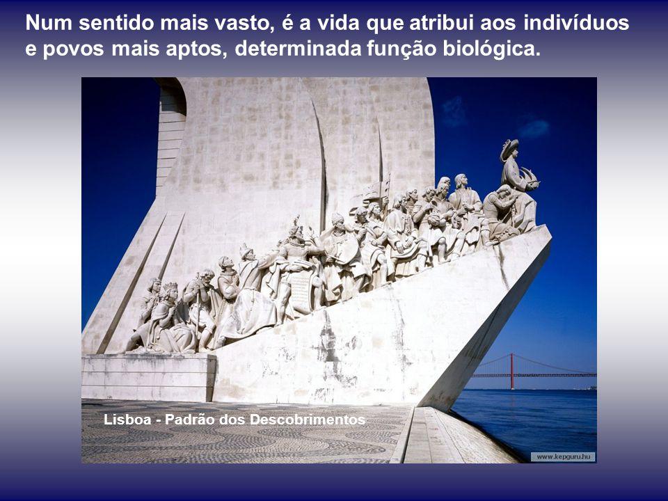 É a História que, com uma inteligência e sabedoria que o homem não tem, escolhe homens e povos para determina- das funções históricas e lhas confia, u
