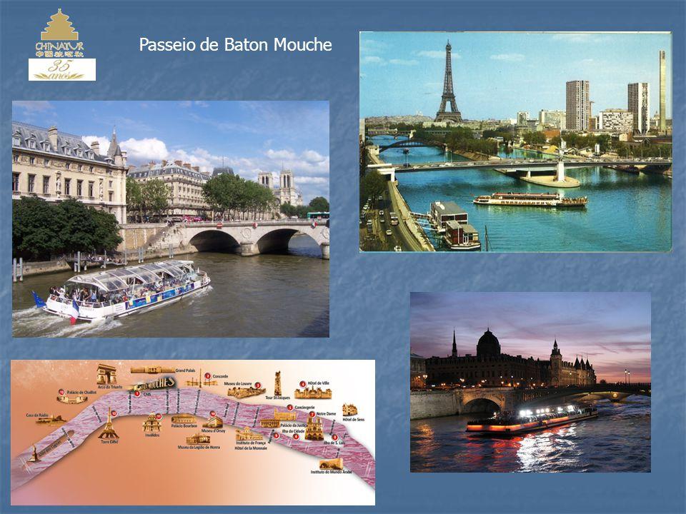 O Museu do Louvre, instalado no Palácio do Louvre, em Paris, é um dos maiores e mais famosos museus do mundo.