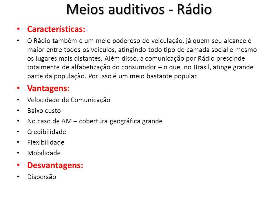Meios auditivos - Rádio Características: O Rádio também é um meio poderoso de veiculação, já quem seu alcance é maior entre todos os veículos, atingindo todo tipo de camada social e mesmo os lugares mais distantes.