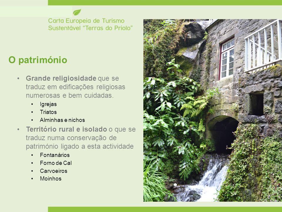 O património Grande religiosidade que se traduz em edificações religiosas numerosas e bem cuidadas. Igrejas Triatos Alminhas e nichos Território rural