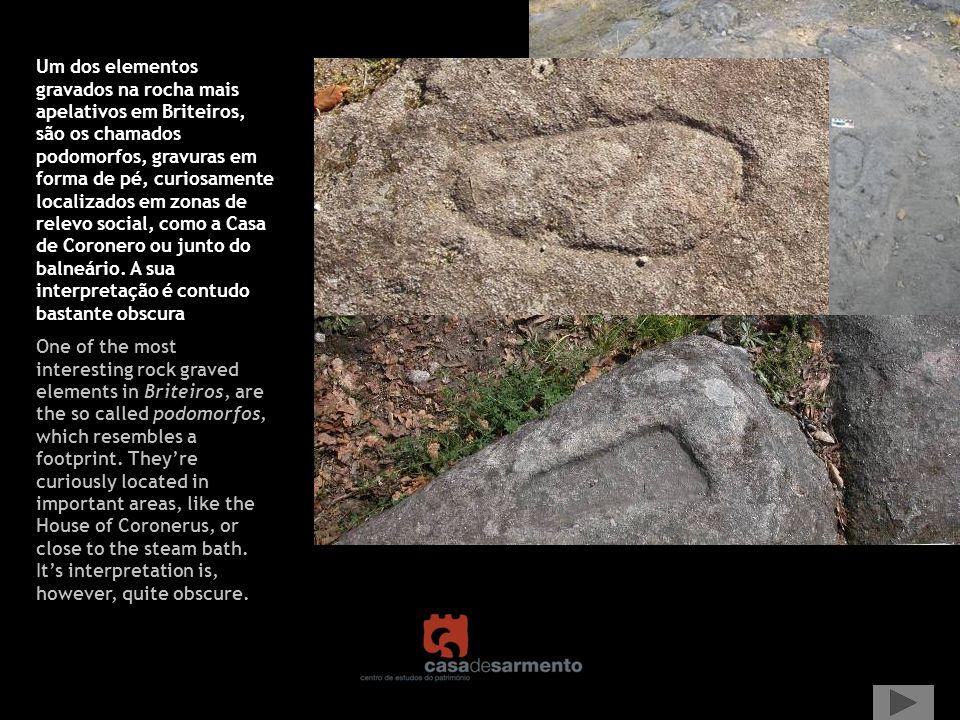 Um dos elementos gravados na rocha mais apelativos em Briteiros, são os chamados podomorfos, gravuras em forma de pé, curiosamente localizados em zona