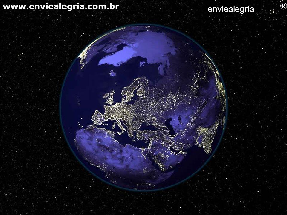 Submersa na obscuridade do Universo a Terra é simplesmente encantadora… enviealegria ® www.enviealegria.com.br