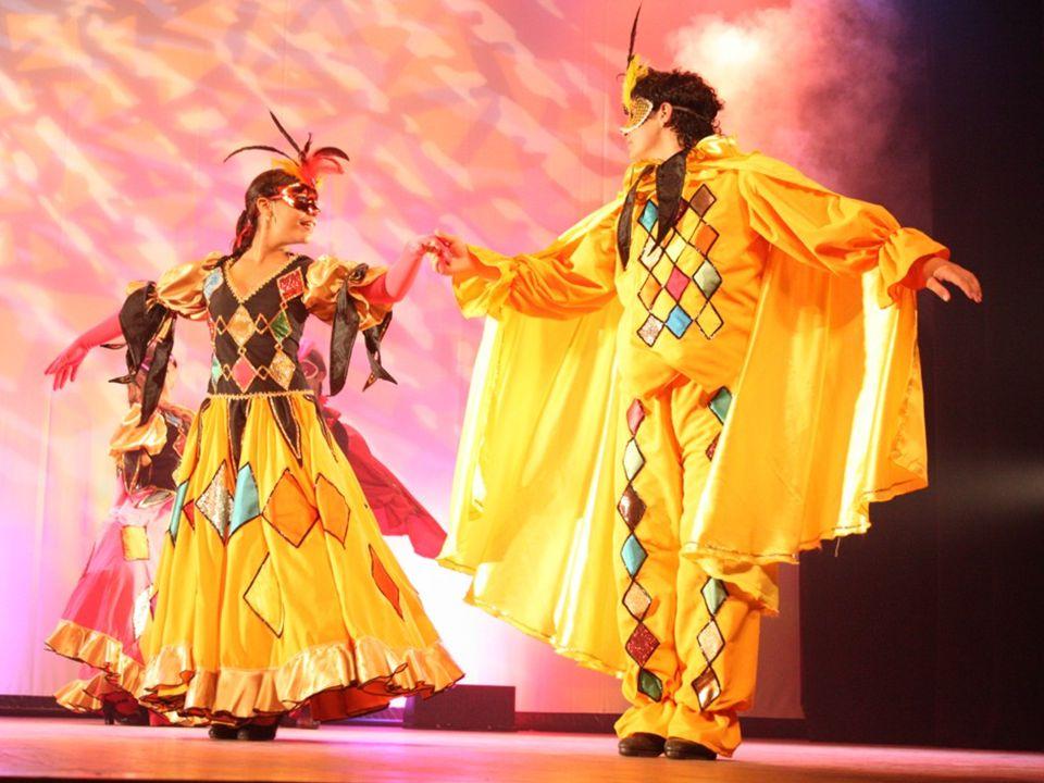 Baile de Mascaras O Baile de Máscaras é um espetáculo de dança rico, envolvente, que vislumbra a volta dos bailes de dança de salão, com o intuito de transmitir a harmonia e o companheirismo aliado com figurinos ricos, coloridos, trilha sonora e cenário encantadores.