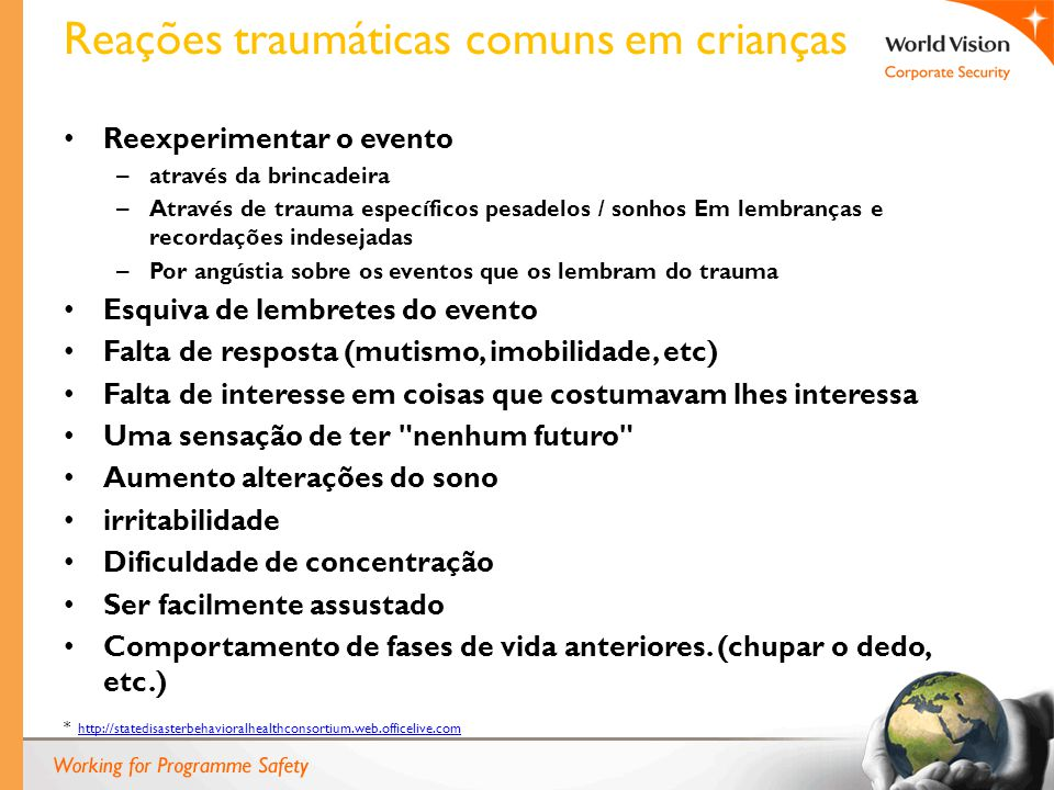 Reações traumáticas comuns em crianças Reexperimentar o evento – através da brincadeira – Através de trauma específicos pesadelos / sonhos Em lembranç
