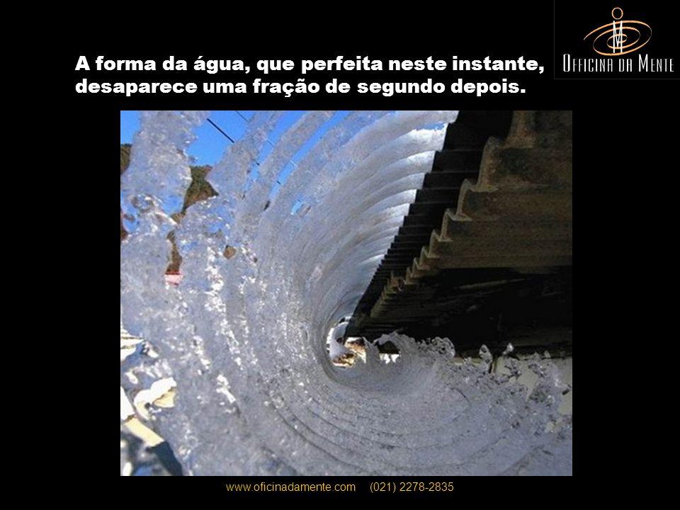 www.oficinadamente.com (021) 2278-2835 O segundo exato quando cai um raio, deixando à vista o poder da mãe natureza...