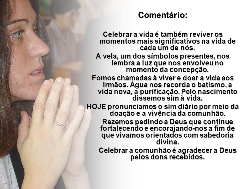 Comentário: Celebrar a vida é também reviver os momentos mais significativos na vida de cada um de nós. A vela, um dos símbolos presentes, nos lembra