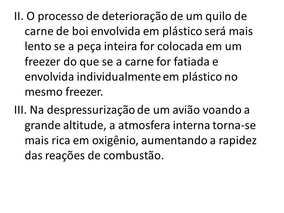 II. O processo de deterioração de um quilo de carne de boi envolvida em plástico será mais lento se a peça inteira for colocada em um freezer do que s