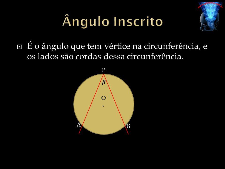 É o ângulo que tem vértice na circunferência, e os lados são cordas dessa circunferência. P A B O.