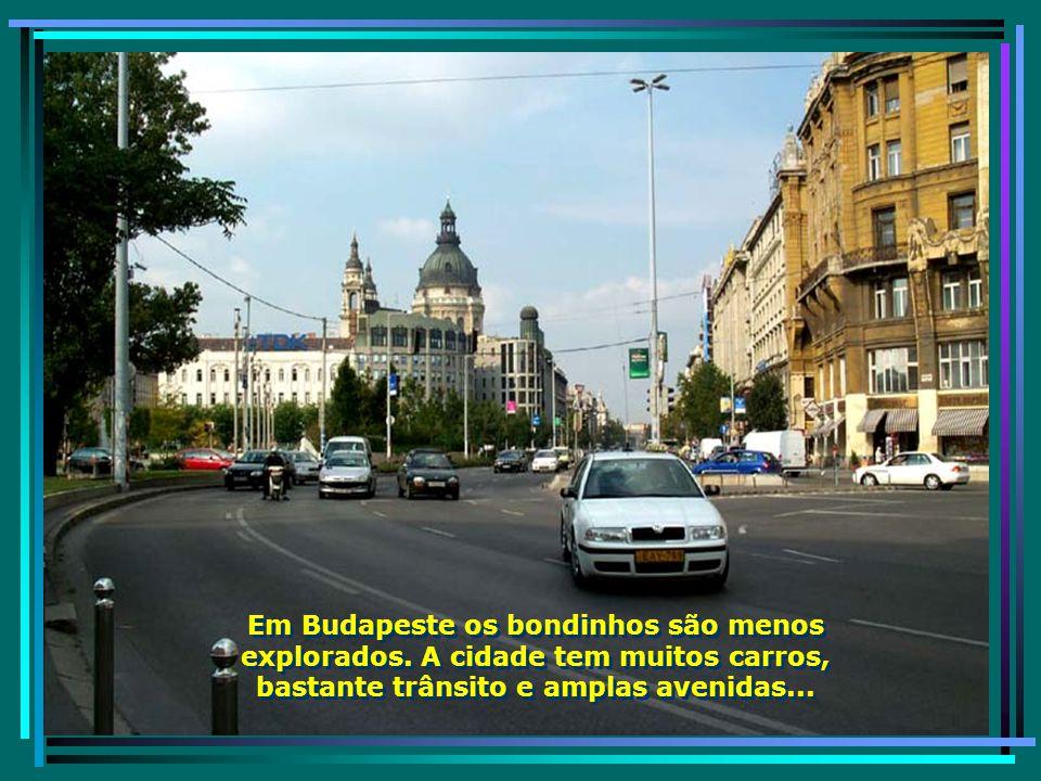 Avenidas de Budapeste, com seus bondinhos, circulando por toda cidade...