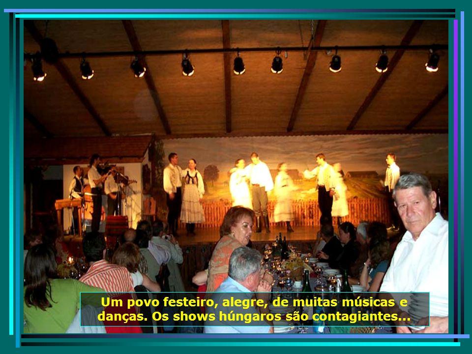 Uma tradição húngara é servir bem os seus visitantes.