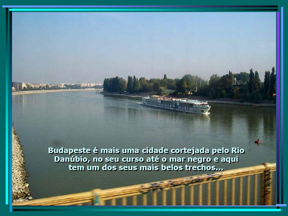 A elegante cidade de Budapeste, formada pelas cidades de Buda e de Peste, conta com mais de 2,2 milhões de hab.